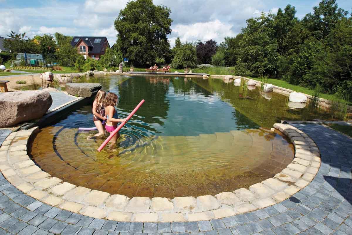 Comment traiter l'eau verte dans ma piscine?